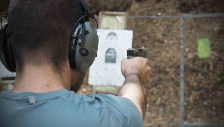 Pistole glock, střelecký výcvik, míření, zapíchnutí obos.cz, tacticoolna