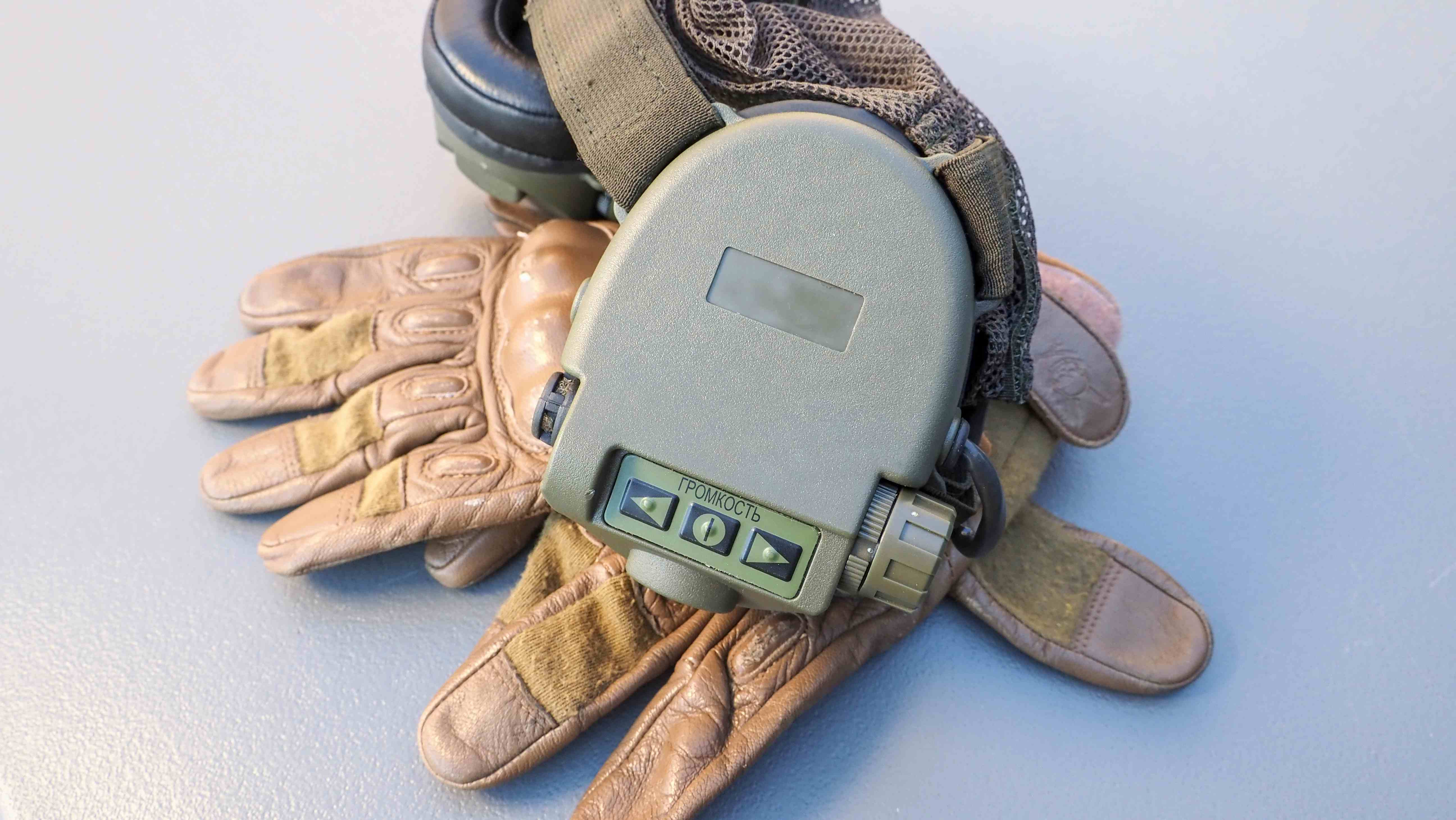 Ratnik 622 střelecká elektronická sluchátka pod helmu